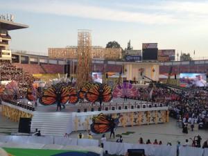 Vista de la fiesta desde dentro del estadio durante la celebración. Foto de: Úrsula Martínez