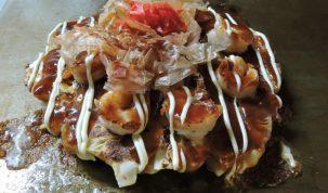Okonomiyaki  de camarón. Credito: Tanuki