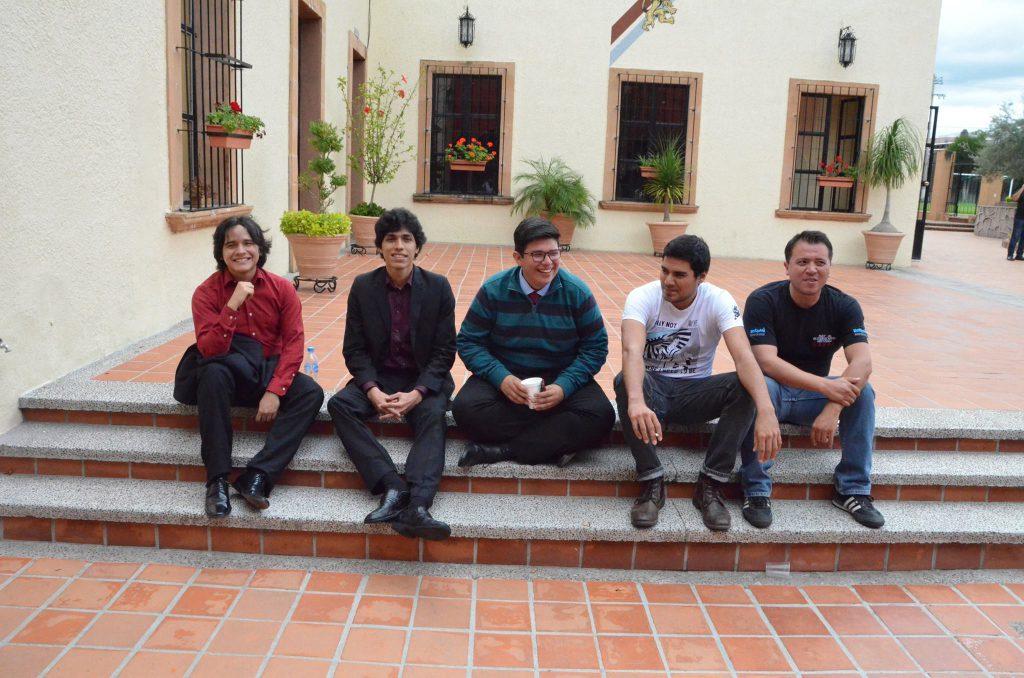 Participantes del Concurso Nacional de Guitarra Clásica después de su participación.