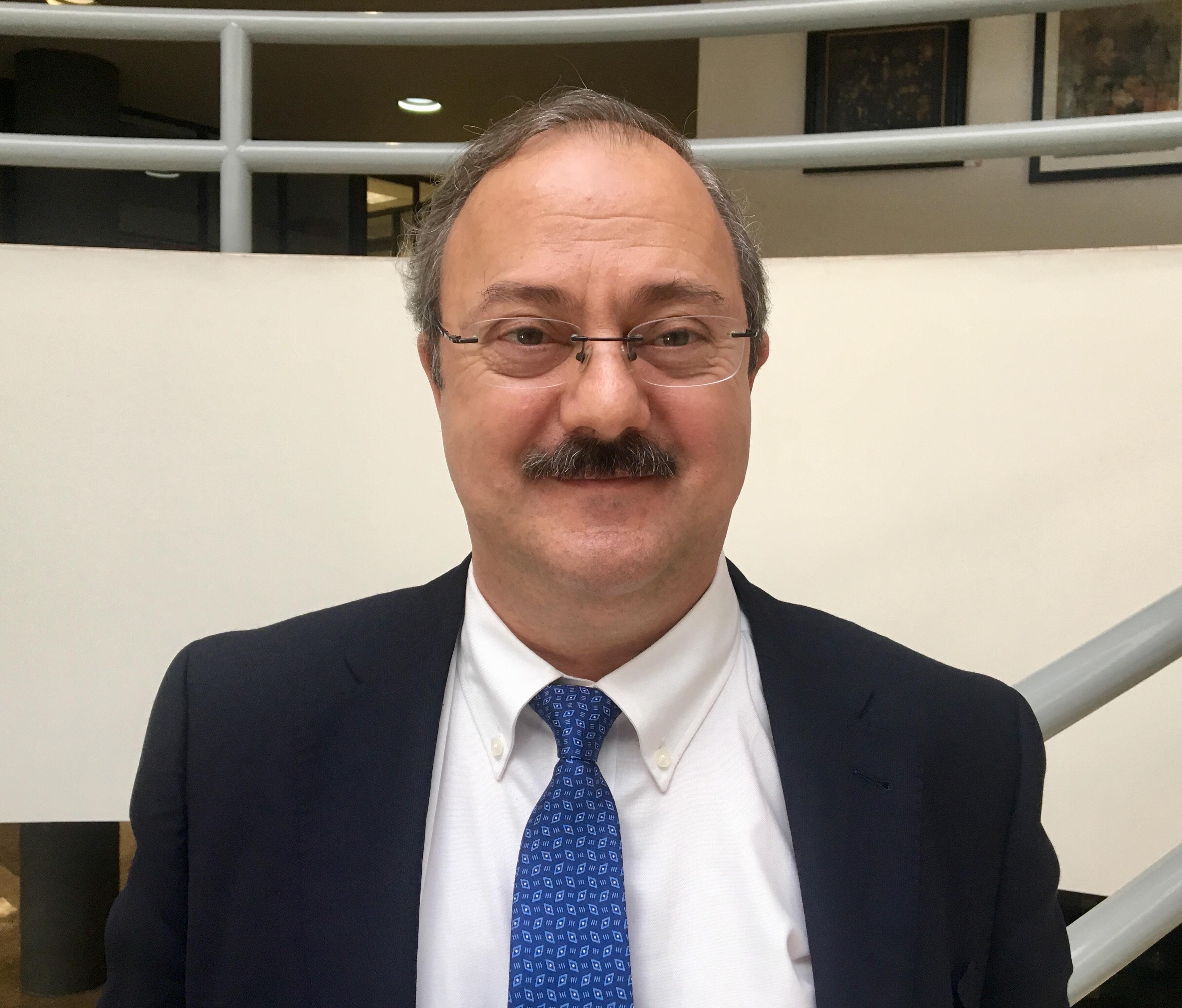El doctor Enrique Ávila comparte su parecer del tema Cataluña-España.