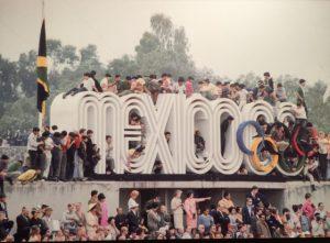 12 de octubre DE 1968. Se inauguran los XIX Juegos Olímpicos en el estadio de Ciudad Universitaria. Durante 15 días se realizan las competencias en varios puntos de la ciudad de México. El inminente inició de este evento internacional fue una de las excusas del gobierno para la acción represiva contra los estudiantes.. Imágenes expuestas en el Memorial 68 (Copia digital cortesía del Centro Cultural Universitario Tlatelolco).