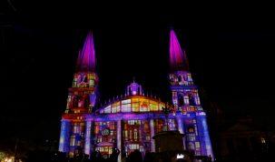 AME3457. GUADALAJARA (MÉXICO), 14/02/2019.- Vista del espectáculo de pirotécnica hoy, miércoles como parte de la celebración del festival GDLUZ en la catedral de Guadalajara, estado de Jalisco (México), EFE/Francisco Guasco