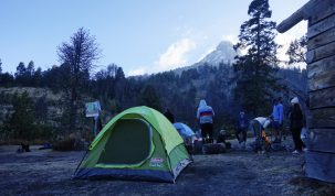 """La cumbre en el fondo todavía no es la cumbre real del Nevado de Colima. Se puede identificar la """"J"""" donde hay que escalar un poco."""